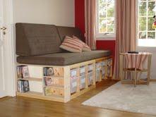 Sofa og seng med opp oppbevaring
