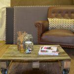 Hjemmesnekra bord, stol og sengegavler