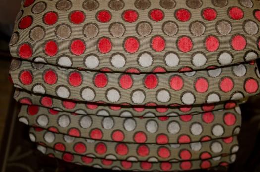 Tekstilet kommer i mange farger og med striper som passer til.