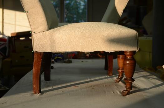 Lav sol og skinnende tekstil fra Zinc