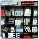 Møbeltekstilene har fått ny hylle i nytt verksted!