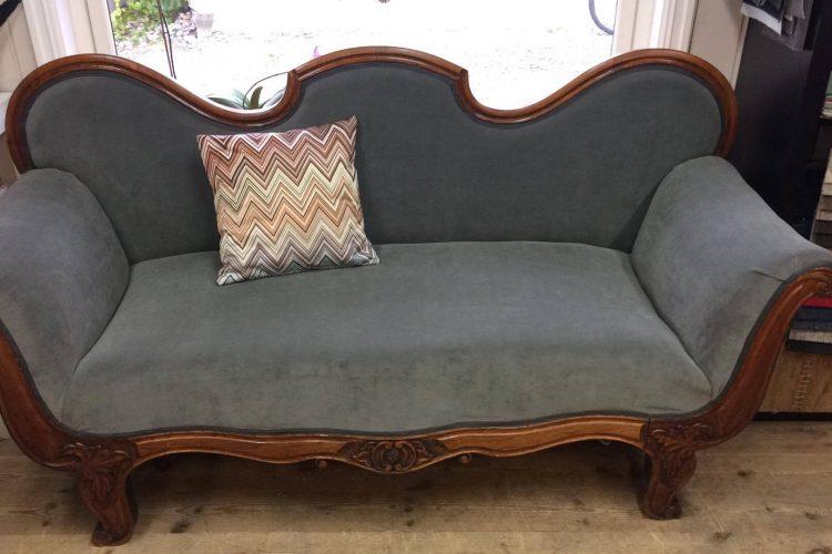 Eldre sofa i Smooth velur til salgs